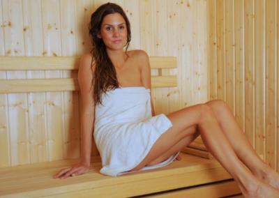 Seans w saunie
